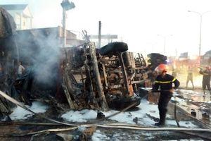 Xe bồn chở xăng gây cháy nhà, 6 người chết