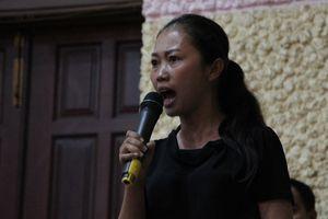 'Nhân vật ném dép' có mặt phát biểu tại buổi tiếp xúc cử tri Quận 2