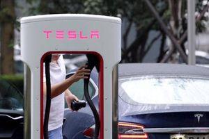 Vì chiến tranh thương mại, Tesla phải giảm giá bán xe tại Trung Quốc