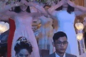 Các cô gái xinh đẹp nhảy nhiệt tình trong đám cưới nhưng biểu cảm của chú rể lại khiến người xem cười ngất