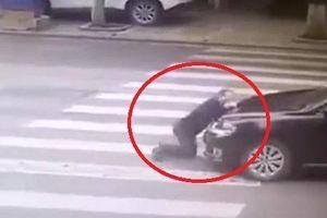 Clip: Những pha ăn vạ giao thông trơ trẽn đến nực cười ở Trung Quốc