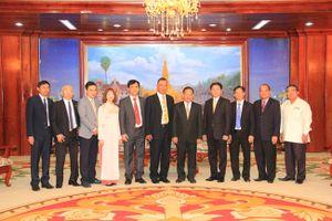 Phó Bí thư Thành ủy, Phó Đô trưởng Thủ đô Vientiane tiếp Đoàn đại biểu Báo Hànôịmới