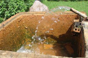 Không có nước sạch, cả xã phải dùng nước nhiễm phèn