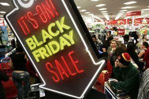 Trắng đêm canh hàng giảm giá Black Friday