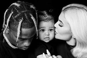 Kylie Jenner hạnh phúc bên bạn trai và con gái trong bộ ảnh kín đáo