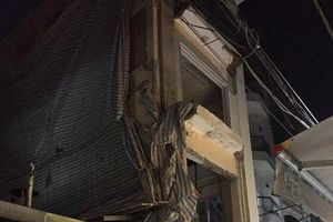 TP.HCM: Sửa chữa nhà bị sập, 2 người thương vong