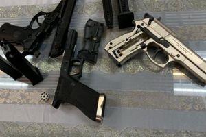 Nam hành khách mang theo 3 khẩu súng từ Pháp về Việt Nam