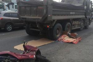 Người đàn ông chết tức tưởi dù chạy xe máy sát lề đường