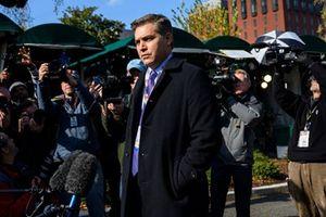 Nhà Trắng khôi phục thẻ phóng viên cho Jim Acosta