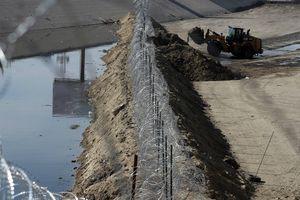 Tổng thống Trump dọa đóng toàn bộ biên giới với Mexico