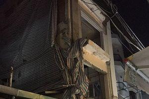 Sập nhà đang sửa chữa trong đêm, 2 người thương vong