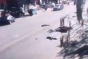 Ô tô lao vào đám đông đang qua đường, 23 người thương vong