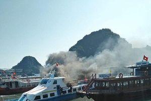 Quảng Ninh: Tàu cao tốc bốc cháy dữ dội tại Cảng Cái Rồng