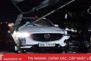 Mazda CX5 kéo lê xe máy tông sập ki-ốt bên đường, 1 người tử vong