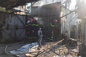Hà Nội: Bà hỏa 'ghé thăm' lán công nhân, hàng chục người bỏ chạy