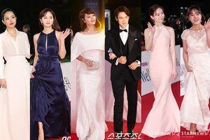 Thảm đỏ 'Giải Rồng Xanh 2018': Park Bo Young kém xinh hơn Kim So Hyun, 'chị đại' Kim Hye Soo tình tứ bên Yoo Yeon Seok