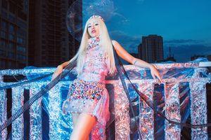 Chưa vội khoe áo váy mùa đông, DJ Tít khoe hình tượng 'ma nữ' tóc bạch kim cực lạnh lùng