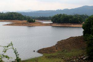 Quảng Nam: Hồ thủy lợi Phú Ninh khô cạn giữa mùa mưa