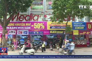 Người tiêu dùng Việt chen lấn mua sắm trong ngày Black Friday