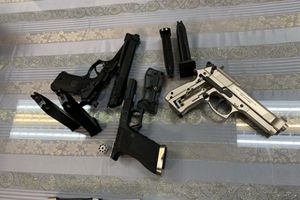 Bắt giữ hành khách mang theo 3 khẩu súng từ Pháp về Việt Nam
