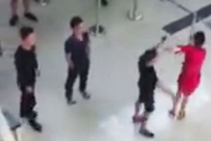 Nữ nhân viên Vietjet Air bị hành hung ngay cảng hàng không