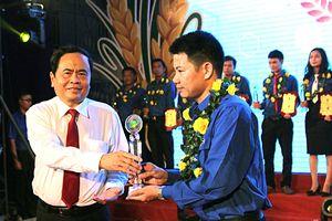 Nhiều thanh niên dân tộc thiểu số nhận Giải thưởng Lương Định Của