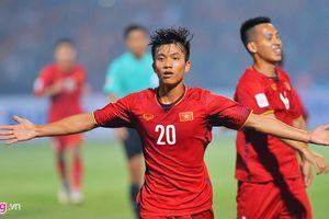 Văn Đức xoay người ghi bàn thắng tuyệt đẹp vào lưới Campuchia