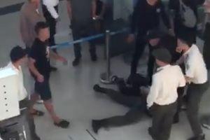 Bắt giữ 3 thanh niên đòi chụp ảnh, hành hung nữ nhân viên sân bay Thọ Xuân - Thanh Hóa