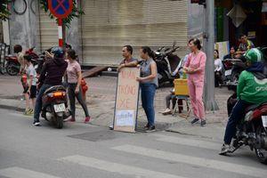 Điểm trông xe tự phát 'mọc lên như nấm' ở trận ĐT Việt Nam gặp ĐT Campuchia