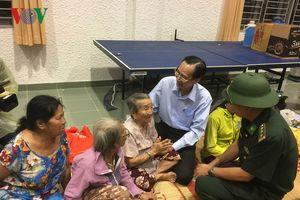 Lãnh đạo TP HCM thăm người dân trú bão