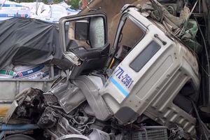 Xe tải nổ lốp bị một xe tải khác tông trúng trên cao tốc Đà Nẵng – Quảng Ngãi, 2 người thương vong