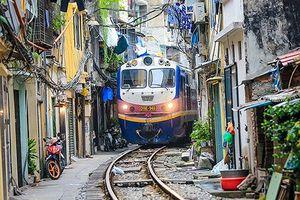 Rộ trào lưu 'tự sướng' tại 'phố đường tàu': Những bức ảnh đánh đổi bằng sinh mạng