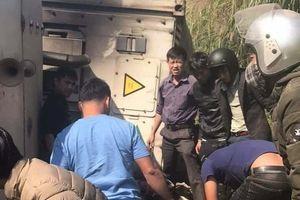 Lạng Sơn: Xe container lật, đè 3 phượt thủ
