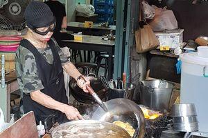 Trải nghiệm quán ăn đạt sao Michelin của đầu bếp 70 tuổi ở Thái Lan