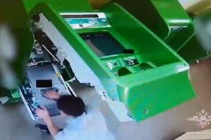 Phá cây ATM, tên trộm lấy phải két giả ở Nga