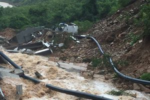 Ảnh hưởng bão số 9, nhiều nơi tại Khánh Hòa chìm trong biển nước