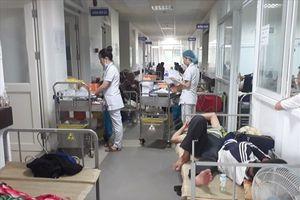 Đà Nẵng: Quá tải vì dịch sốt xuất huyết, giường bệnh tràn ra hành lang