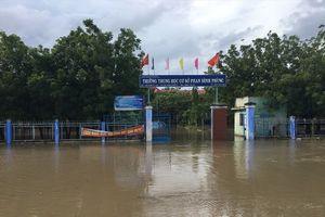 Hàng ngàn hộ dân ở vùng 'sa mạc' Ninh Thuận bị cô lập trong biển nước