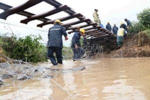 Đường sắt bắc - nam tê liệt do bão số 9