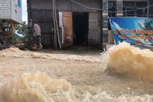 Đường ở Nha Trang biến thành 'suối', đá tảng lăn đầy đường