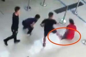 Khởi tố 3 đối tượng hành hung nữ nhân viên hãng hàng không