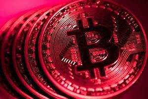 Giá Bitcoin lao dốc