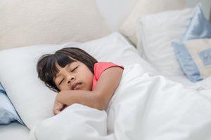 Trẻ em có thể tử vong do sử dụng chăn có trọng lực nặng