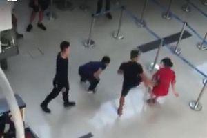 Khởi tố vụ nhóm đối tượng hành hung nhân viên Vietjet Air ở sân bay Thọ Xuân