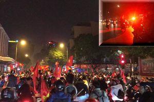 Hàng ngàn CĐV bị mỉa mai vì đi bão mừng VN thắng Campuchia như vô địch AFF Cup
