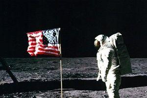 Nga tuyên bố sẽ kiểm tra xem cuộc đổ bộ Mặt trăng của Mỹ là sự thật hay 'trò lừa thế kỷ'