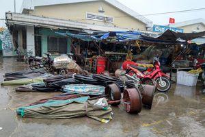 Mưa lớn, gió giật ầm ầm tại trung tâm bão huyện Cần Giờ
