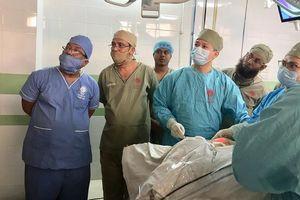 Chuyển giao kỹ thuật mổ nội soi tuyến giáp cho hơn 100 bác sĩ Bangladesh