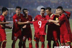 Nhìn chiếc áo Văn Toàn, mới hiểu vì sao tuyển Việt Nam được yêu mến đến vậy