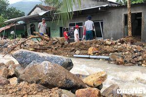 Bão số 9 đổ bộ, gây sạt lở khủng khiếp ở Khánh Hòa